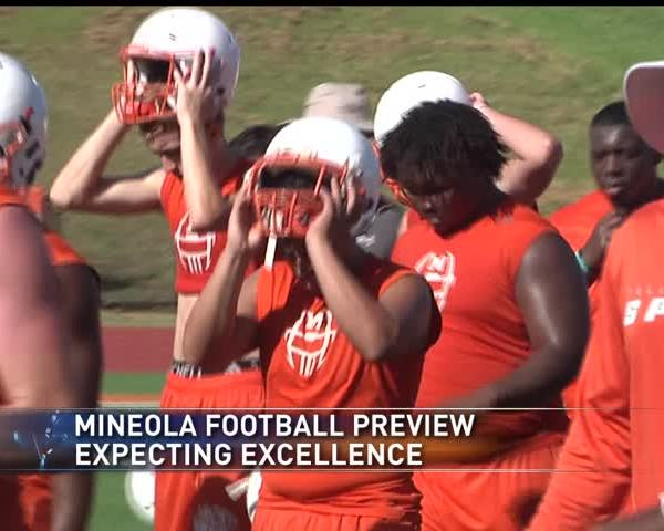 Now the Hunted- Mineola is a state title contender_94644092-159532