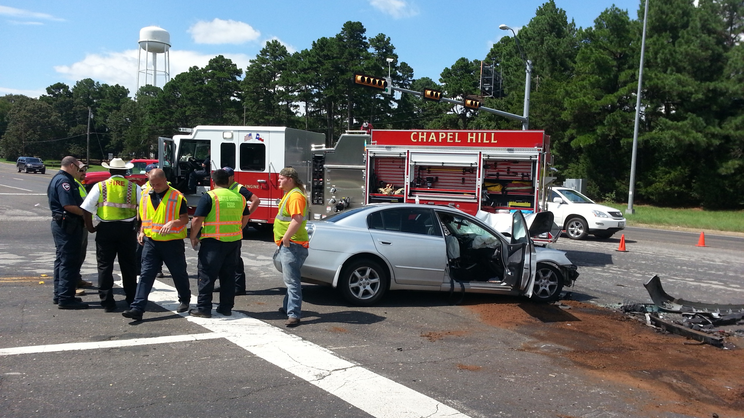 Officials responding to multi-vehicle wreck in Chapel Hill