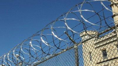 prison-barbed-wire-jpg_20160716212400-159532