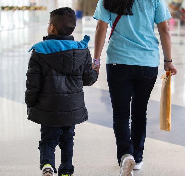 Migrant_Families_San_Antonio_Airport_Rachel.Zein_13_TT_1544465926970.jpg