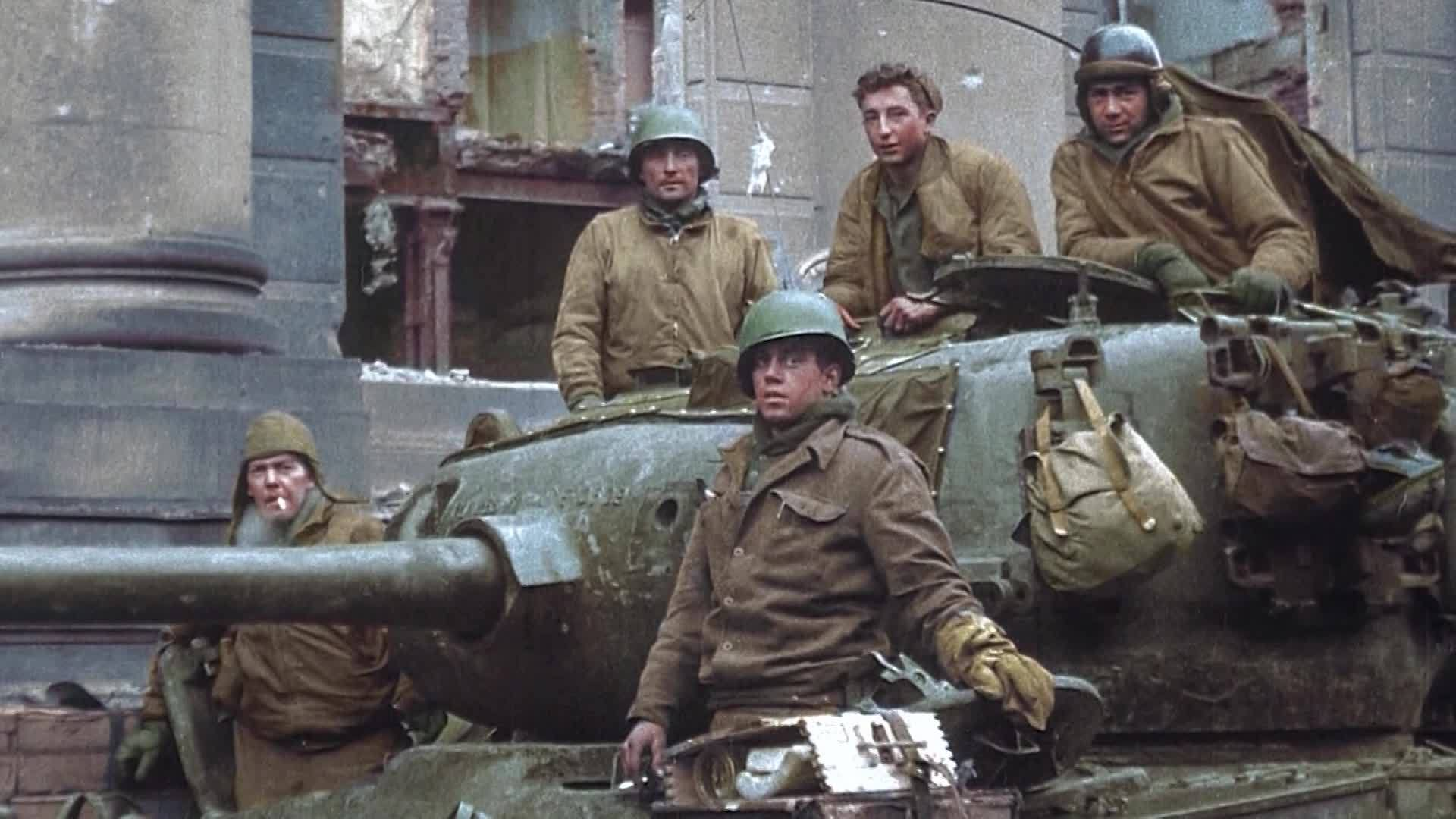 95-YO WWII veteran surprised with tank ride