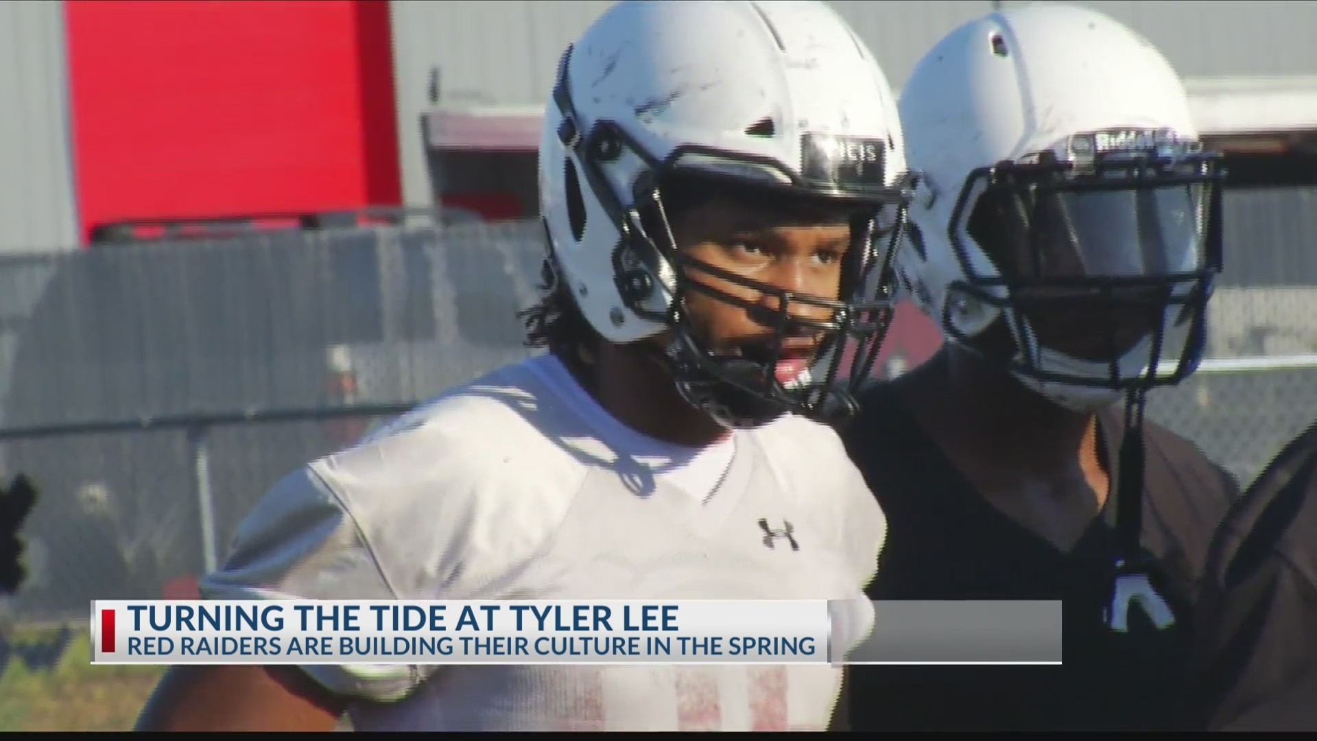Spring_Football__Tyler_Lee_looks_to_turn_0_20190507041425